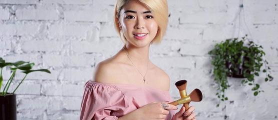 etudiante maquillage beaute